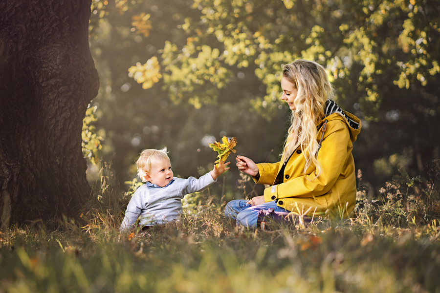 Qualified with the Guild of Photographers! Helen Rowan Photography photoshoot outdoors family natural autumn leaveschesterfield