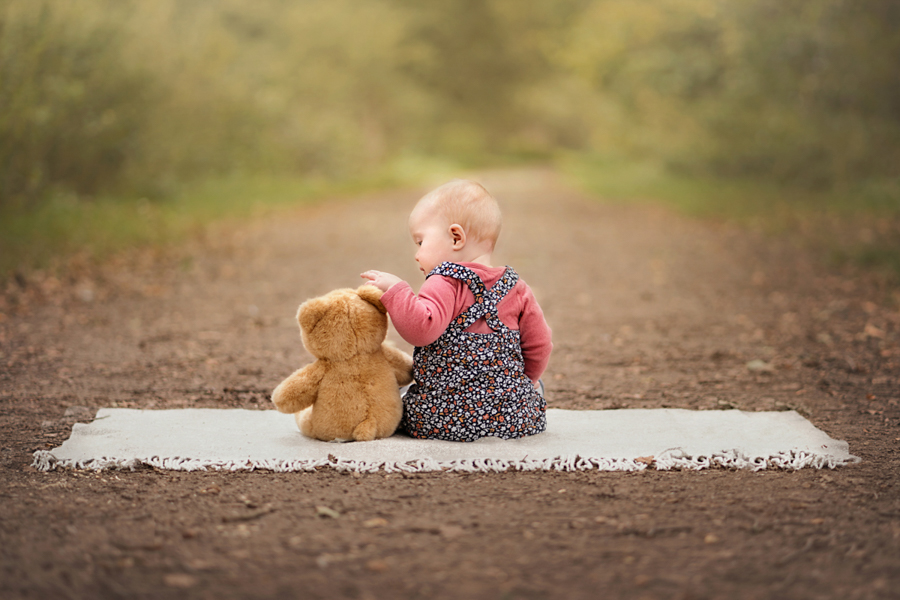 Helen Rowan Photography photoshoot outdoors family natural chesterfield baby teddyQualified with the Guild of Photographers!