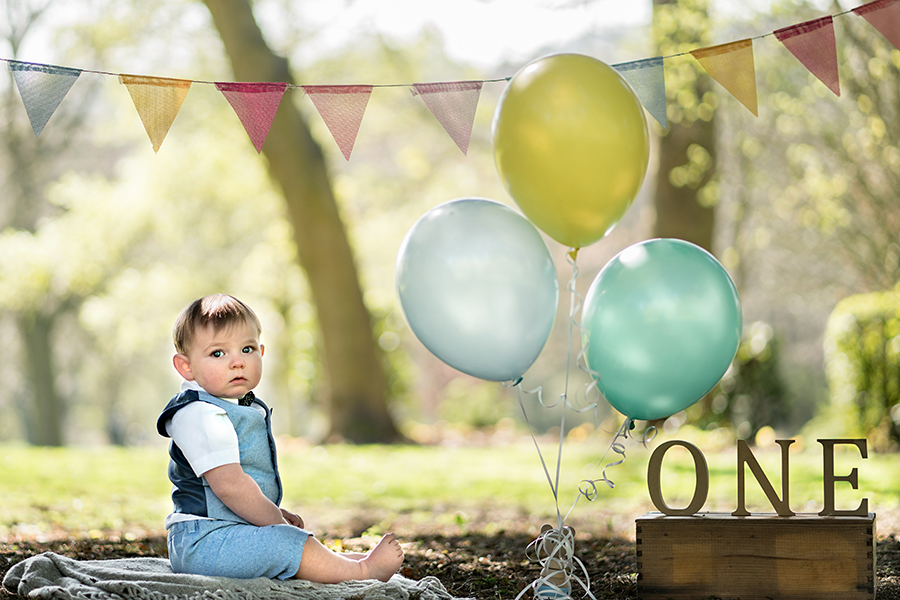 Helen Rowan Photography Chesterfield Family Photographer Outdoor Sitter Toddler Spring balloons